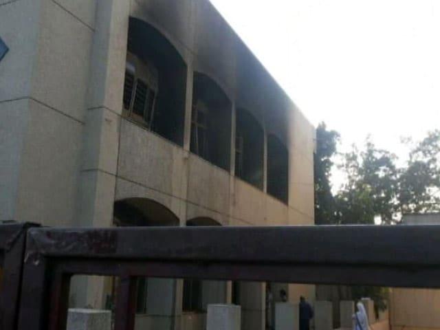 Videos : दिल्ली के चर्च में आग : साजिश या फिर हादसा?