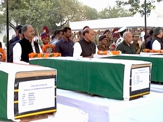 Videos : नक्सली हमले के घायलों को लाया गया रायपुर