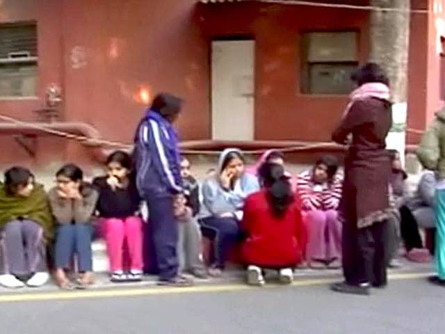Videos : दिल्ली के एम्स में नर्सिंग की छात्रा ने की खुदकुशी