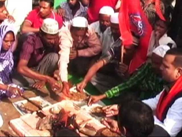 Video : Groups Linked to RSS Claim Conversion of 200 Muslims into Hinduism in Agra