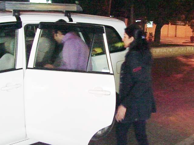 Videos : रोक के बाद भी उबर की टैक्सियां सड़क पर