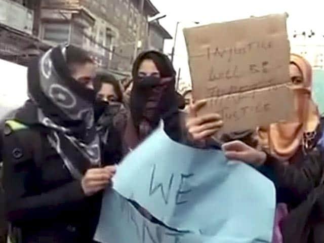Video : श्रीनगर में लॉ-कॉलेज की छात्रा पर तेज़ाब से हमला