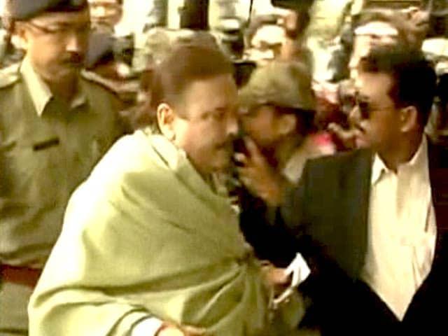 Video : शारदा घोटाले में पश्चिम बंगाल के मंत्री मदन मित्रा गिरफ्तार