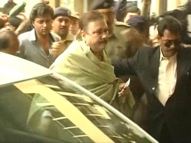 Video : Mamata Banerjee's Minister Madan Mitra Arrested in Saradha Chit Fund Scam
