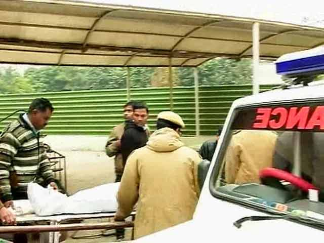 Video : Assistant Sub-Inspector, Constable Killed in Delhi as Drunk Cab Driver Rams Barricade