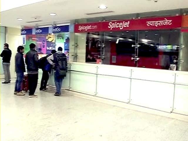Videos : स्पाइस जेट की उड़ानें रद्द, यात्री पस्त