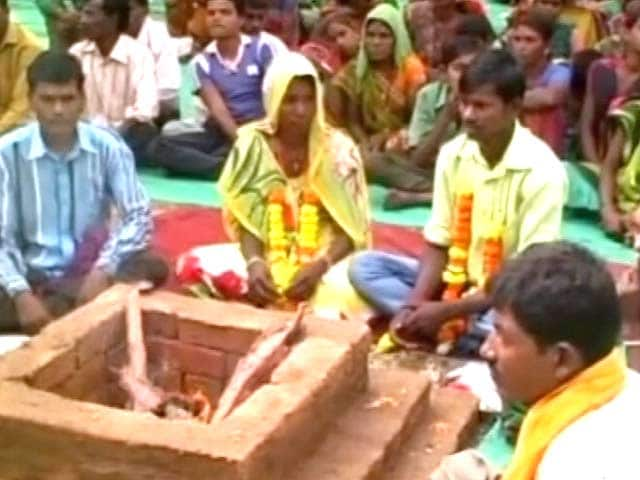 Video : VHP Continues its 'Ghar Wapasi', Converts Over 100 Christians in Gujarat