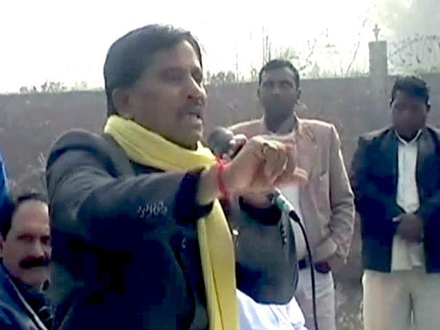 Video : दिल्ली : कांग्रेसी नेता की बदजुबानी