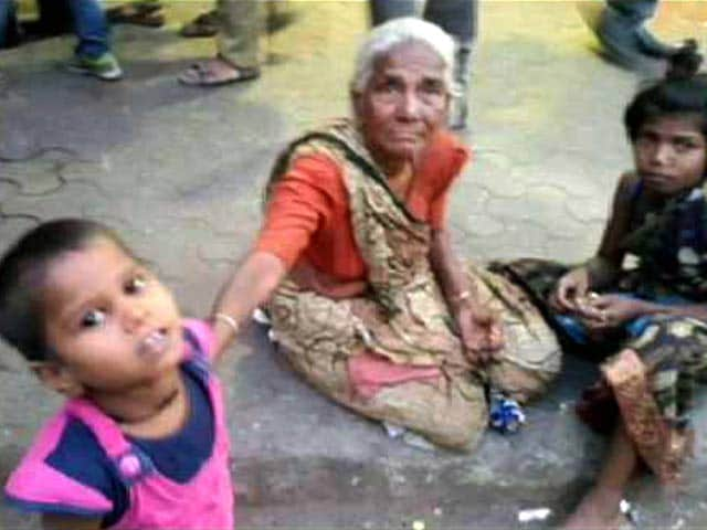 Video : Abandoned and Helpless, Yet This Mumbai Street Dweller Refuses to Give Up