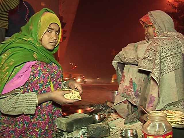 Video : They Are Building Delhi's Metro, But Cold and Homeless on the Streets
