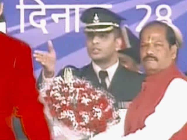 Videos : झारखंड : रघुवर दास ने ली मुख्यमंत्री पद की शपथ, चार अन्य बने मंत्री