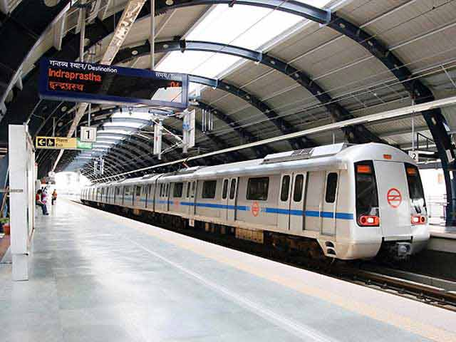Videos : दिल्ली मेट्रो में महिला चोरों से सावधान!
