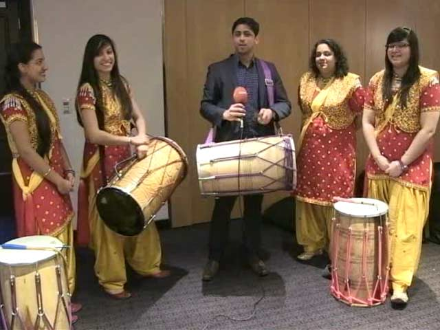Video : Out of England: Dhol <i>Baaje</i> in UK