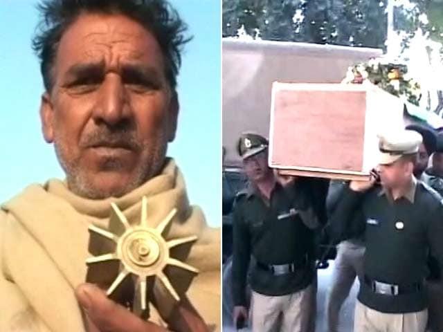 Videos : पाकिस्तान की ओर से बीएसएफ की 12 पोस्टों पर फायरिंग