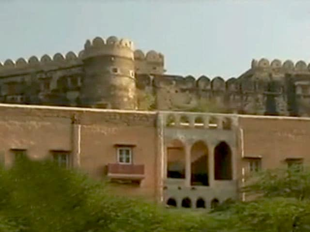 Video : A Sarod Maestro, a 14th Century Fort, and lot of Unwinding