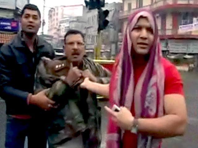 Videos : पटना के सिटी एसपी की नाटकबाजी