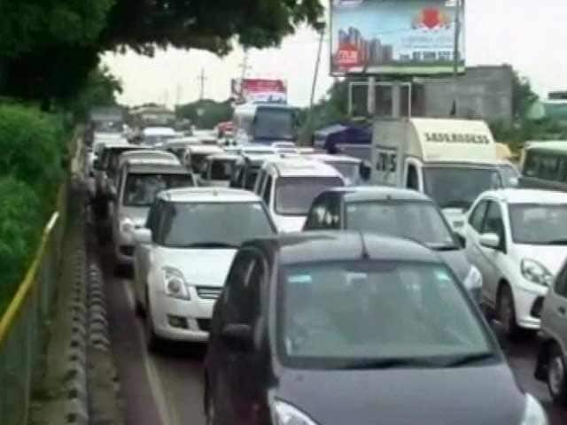 Video : Massive Jams from Delhi to Ghaziabad After Part of Highway Caves in