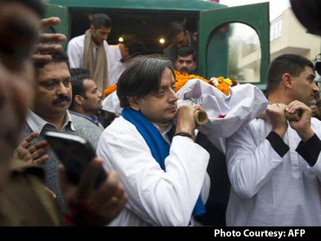 Video : खबरों की खबर :  कब सामने आएगा सुनंदा की हत्या का सच?