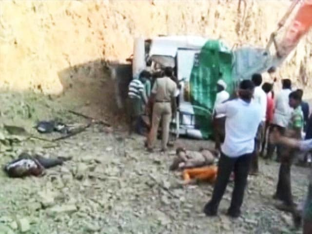 Video : 11 Dead as Bus Falls in a Gorge in Andhra Pradesh