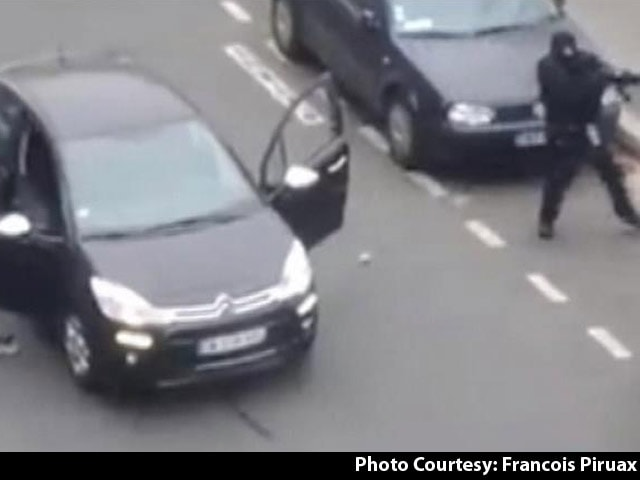 Video : Caught on Camera the Gunmen Escaping After Charlie Hebdo Attack
