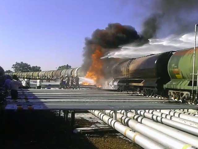 Video : कर्नाटक : रेल ईंधन टैंकर में लगी आग