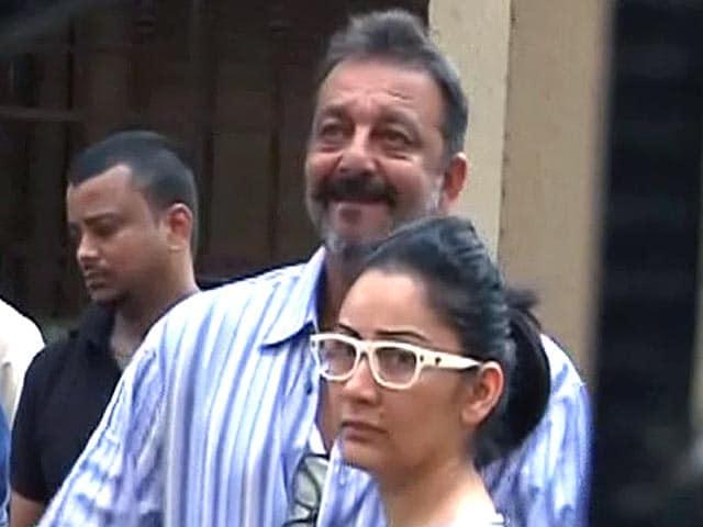Videos : संजय दत्त की अर्ज़ी ख़ारिज, फिर पहुंचे येरवडा जेल