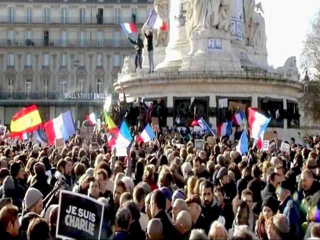 Video : पेरिस में आतंक के ख़िलाफ़ निकाला मार्च