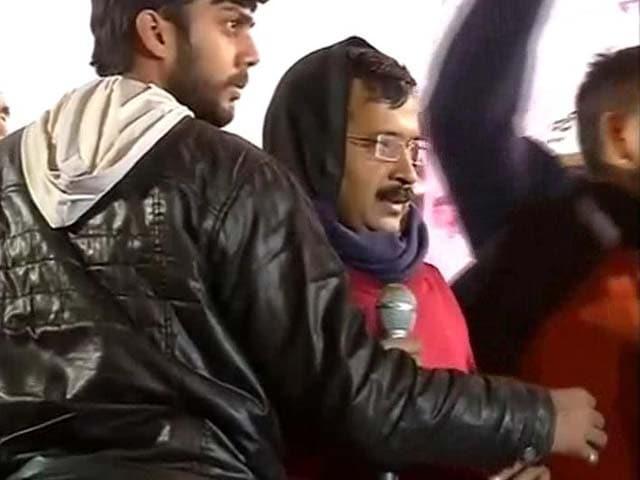 Video : Eggs, Stone Thrown at Arvind Kejriwal, Says Party Volunteer