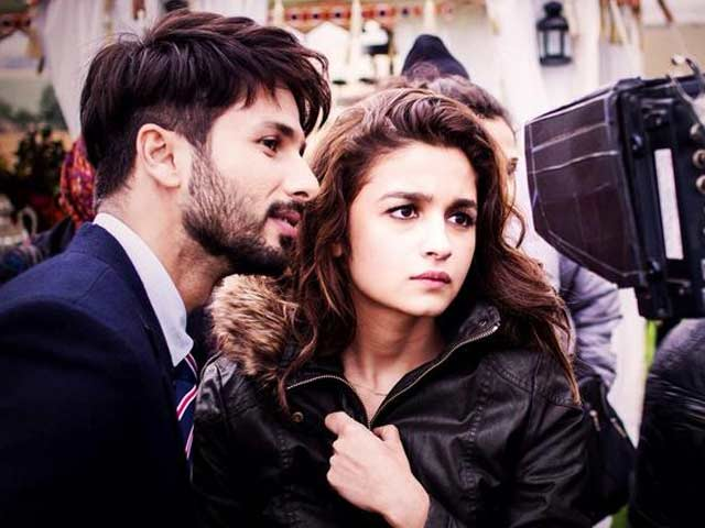 Video : Alia Bhatt, Shahid Kapoor Battle Insomnia in <i>Shaandar</i>
