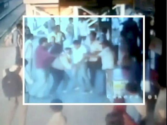 Video : मुंबई : सीबीआई अधिकारियों की हुई पिटाई