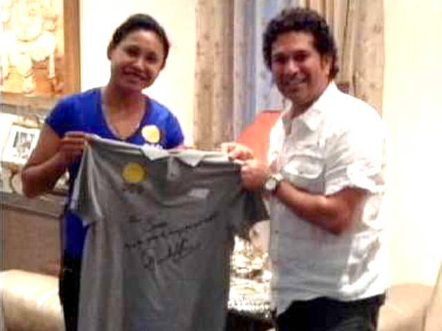 Video : Sachin Tendulkar Meets Sarita Devi, Presents Autographed T-Shirt