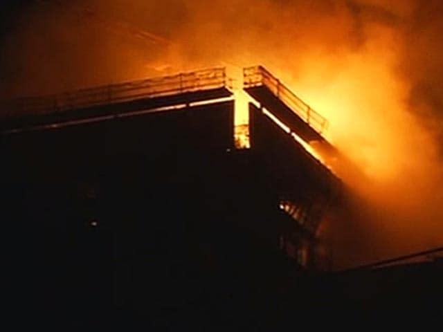 Videos : मुंबई में मलाड इलाके में एक इमारत में लगी आग