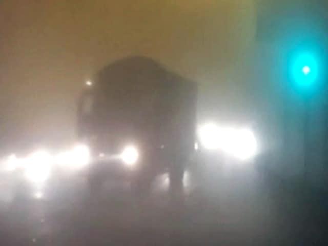 Videos : दिल्ली-एनसीआर में घना कोहरा