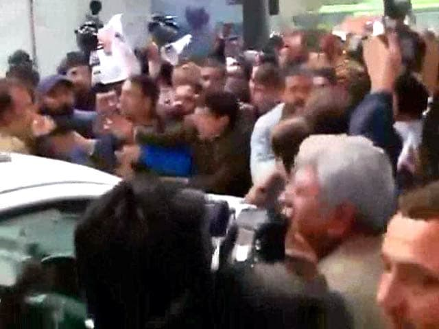 Video : Protests at BJP Office in Delhi, Police Called In