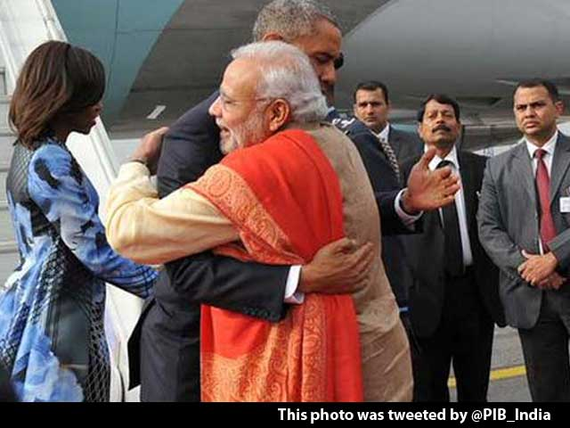 Video : PM Modi Greets Obama With Hug