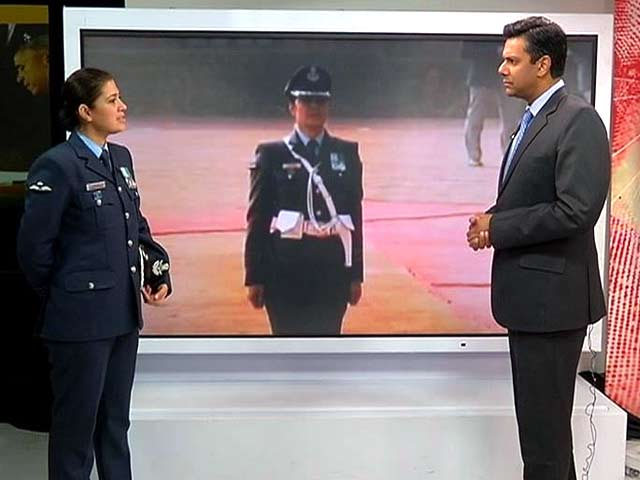Video : IAF Wing Commander Pooja Thakur on Saluting Obama