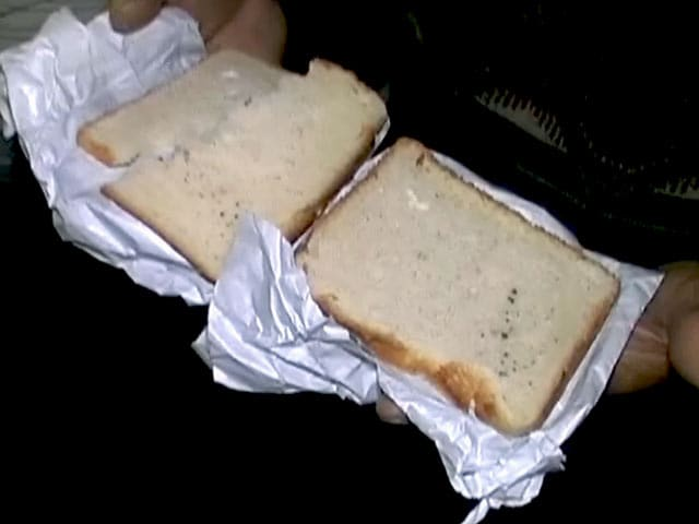 Videos : हावड़ा राजधानी में फफूंद लगा खाना