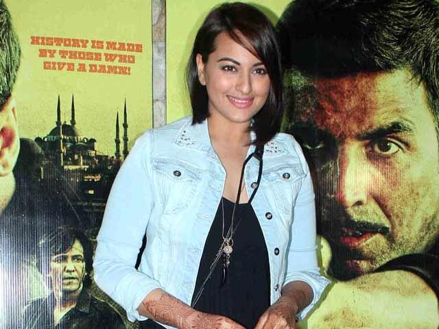 Video : Sonakshi Sinha To Play Lead in Hindi Remake of Tamil Film <i>Mounaguru</i>
