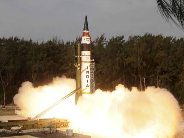 Videos : बैलिस्टिक मिसाइल 'अग्नि-5' का सफल परीक्षण, 5,000 किमी तक मार करने में सक्षम
