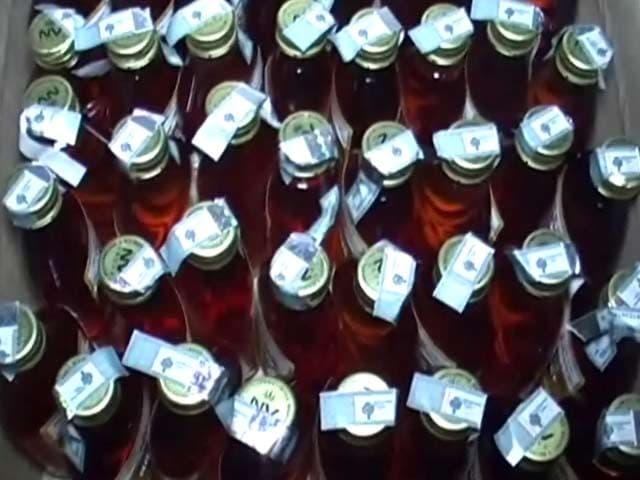 Videos : दिल्ली में चुनावों से पहले भारी मात्रा में शराब बरामद