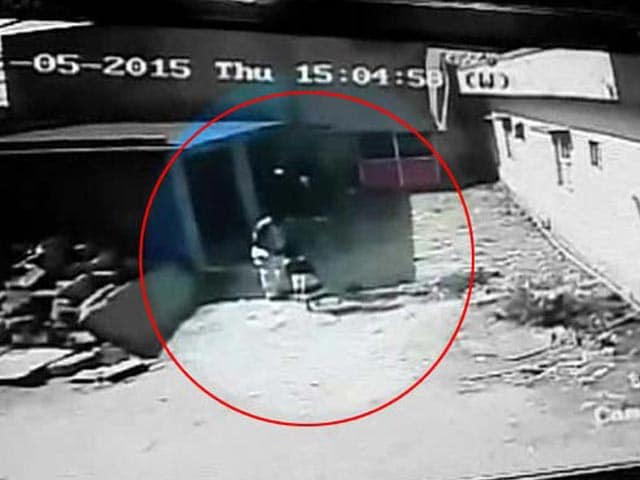 Video : CCTV Shows Bangalore Child Walking with Man Who Would Kill Her