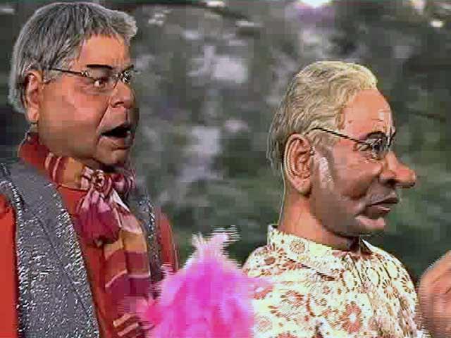 Video : Nitish Kumar Tries to Woo Lalu, Tamasha Style!