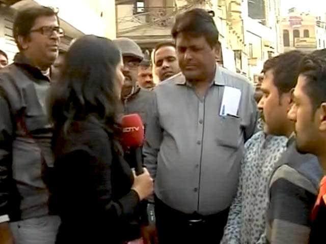 Videos : बीजेपी कार्यकर्ताओं ने बताई बेदी की हार की वजह