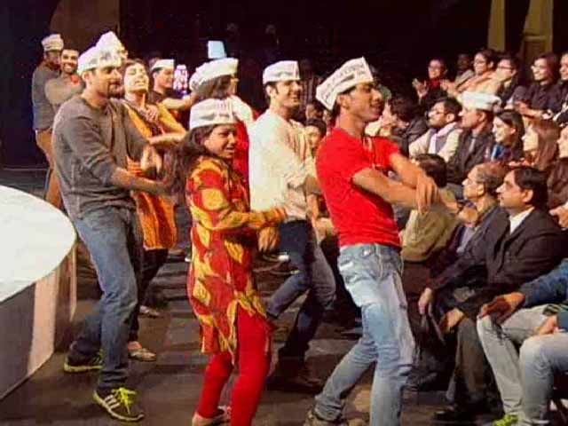Video : <i>Paanch saal</i> Kejriwal: AAP Flash Mob Rocks NDTV Studio