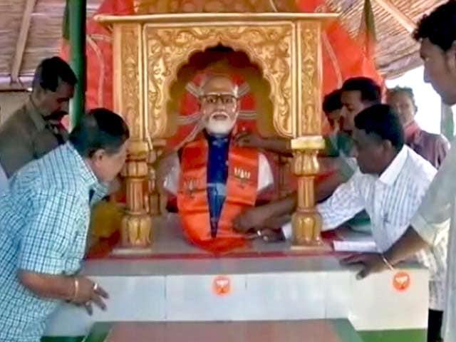 Videos : मोदी के सर्मथकों ने राजकोट में बनाया उनके लिए मंदिर