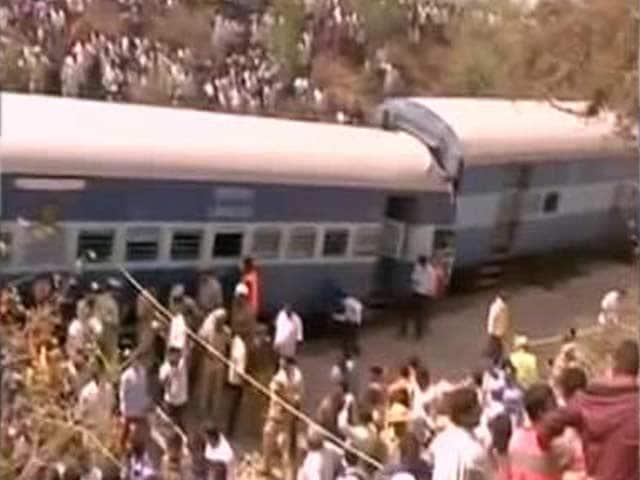 Video : 9 Dead, Over 100 Injured as Train Derails Near Tamil Nadu's Hosur