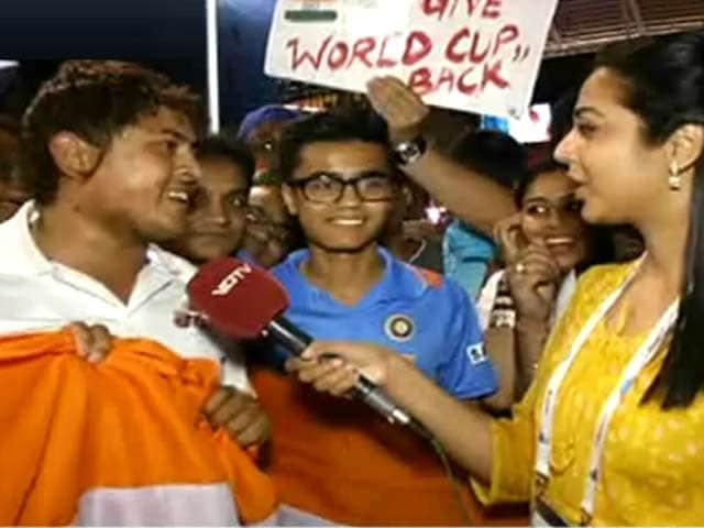 Videos : एडिलेड पहुंचे भारतीय प्रशंसकों ने कहा, सच हो गया सपना