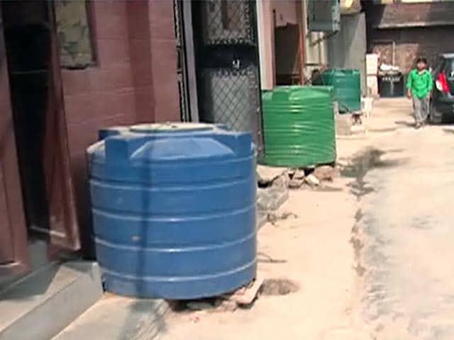 Video : संगम विहार में टैंकर माफिया का आतंक बरकरार