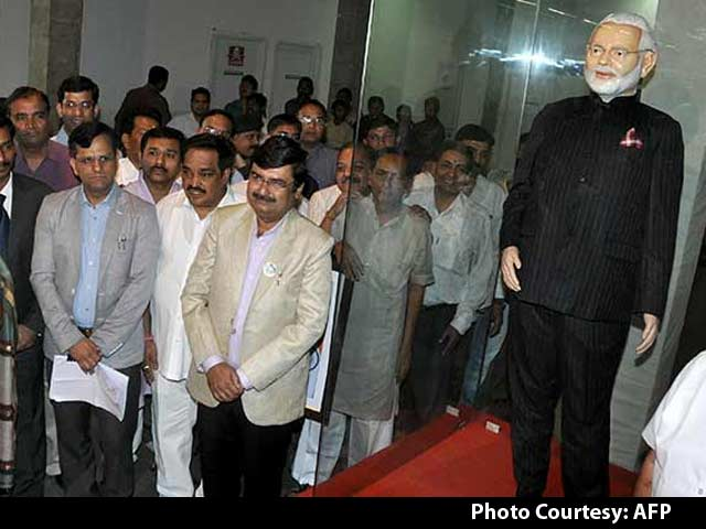 Video : Now, 1.25 Crores: a Crowd-Sourced Big Bid for PM's Suit