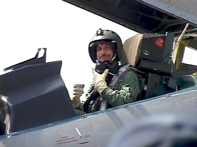 Videos : ...जब केंद्रीय मंत्री राजीव प्रताप रूडी ने उड़ाया सुखोई लड़ाकू विमान